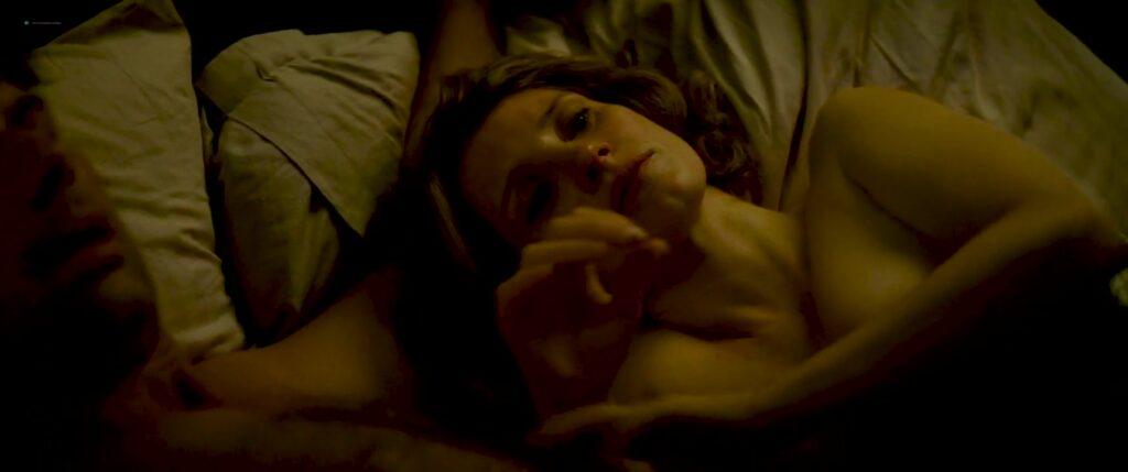 Jessica Chastain desnuda enseñando tetas en escena de cama
