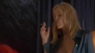 Sharon Stone follando y en pelotas en una escena de sexo lésbico