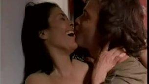 Maria Conchita Alonso desnuda y follando en Caught (Atrapados)